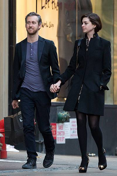 EXCLUSIVE: Anne Hathaway and Adam Shulman shopping in New York
