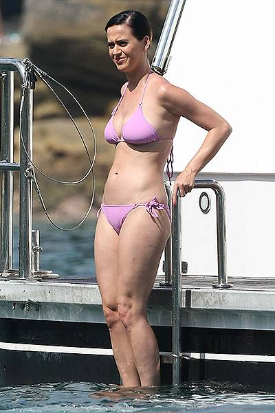EXCLUSIVE: INF - Katy Perry enjoys the sun on Sydney Harbour