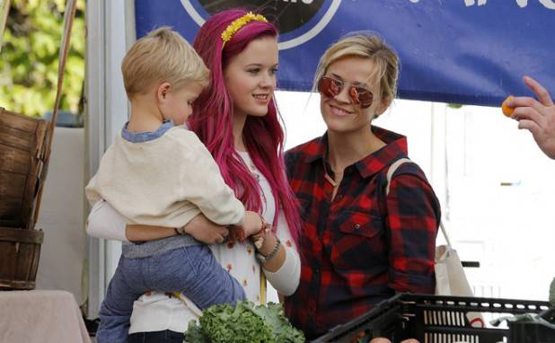 Reese Witherspoon goes to the farmers market with her family in Brentwood