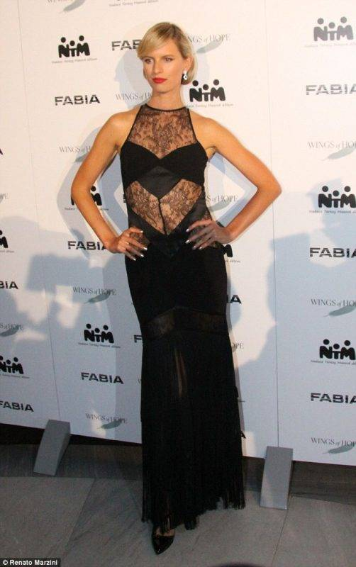 Karolina-Kurkova-channels-Hollywood-glamour-at-Prague-charity-event